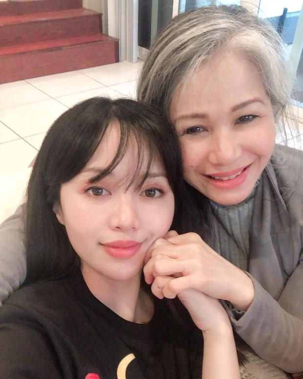 Nhờ quy trình skincare tối giản 5 bước này mà Michelle Phan có làn da căng bóng tươi trẻ dù đã ngoài 30, tự tin không cần dùng kem nền - Ảnh 10.