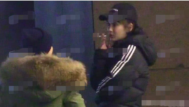 Hình ảnh đối lập gây tranh cãi của Angela Baby: Vừa trong sáng như công chúa đã vội phì phèo điếu thuốc trên tay - Ảnh 10.