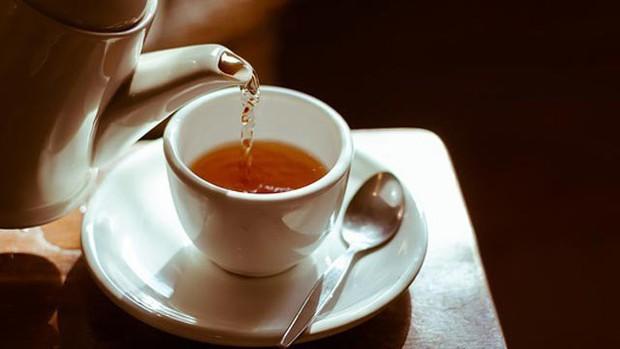 WHO: Uống trà quá nóng làm tăng nguy cơ ung thư và đây là nhiệt độ nên dùng - Ảnh 2.