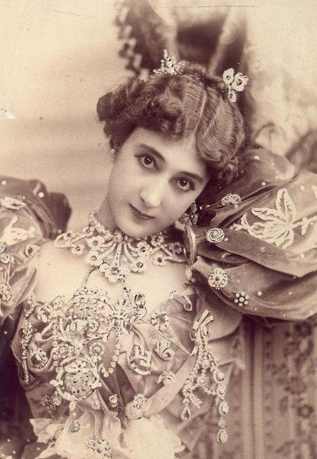 Vẻ đẹp vừa mơ màng vừa mạnh mẽ của những tuyệt sắc giai nhân khắp thế giới đầu thế kỉ 20 - Ảnh 6.