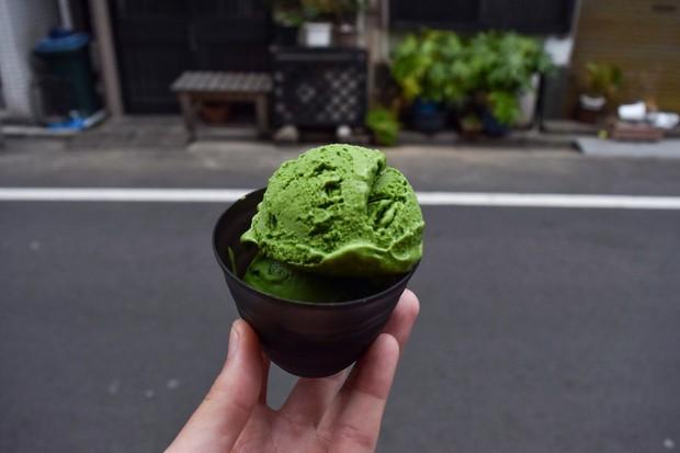 Tiệm kem ở Nhật Bản thách thức thực khách với món matcha 7 cấp độ, cấp độ 4 đã có thể khiến bạn say ngoắc cần câu - Ảnh 4.