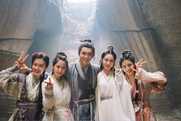 Vây quanh là 4 mỹ nhân tài sắc vẹn toàn, khán giả còn phải bối rối không biết ship Trương Vô Kỵ với ai ở Tân Ỷ Thiên Đồ Long Ký - Ảnh 1.