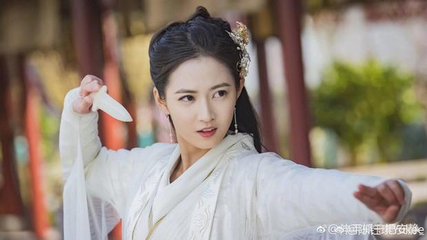 Vây quanh là 4 mỹ nhân tài sắc vẹn toàn, khán giả còn phải bối rối không biết ship Trương Vô Kỵ với ai ở Tân Ỷ Thiên Đồ Long Ký - Ảnh 11.