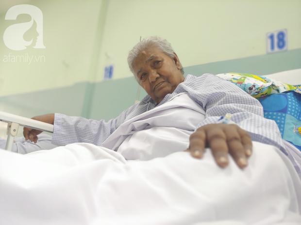 TP.HCM: Cụ bà 82 tuổi không nhà cửa bị hai thanh niên nhẫn tâm cướp vé số rồi xô té đập đầu hôn mê - Ảnh 3.