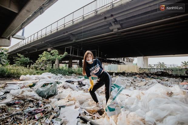 """Hoa hậu Phương Khánh, Han Sara và nhóm Uni5 nhiệt tình thực hiện """"Thử thách dọn rác"""", làm sạch rác dưới chân cầu Sài Gòn - Ảnh 7."""