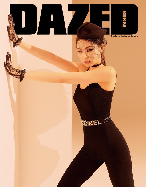 Cùng lên bìa 1 tạp chí nhưng sau 2 năm, vẻ đẹp và thần thái của Jennie (Black Pink) đã thay đổi ngoạn mục - Ảnh 1.
