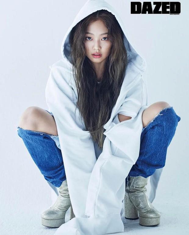 Cùng lên bìa 1 tạp chí nhưng sau 2 năm, vẻ đẹp và thần thái của Jennie (Black Pink) đã thay đổi ngoạn mục - Ảnh 8.