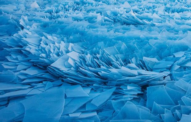 Băng ở hồ Mỹ vỡ thành hàng triệu mảnh, dân mạng băn khoăn: Frozen đời thực hay gì? - Ảnh 2.