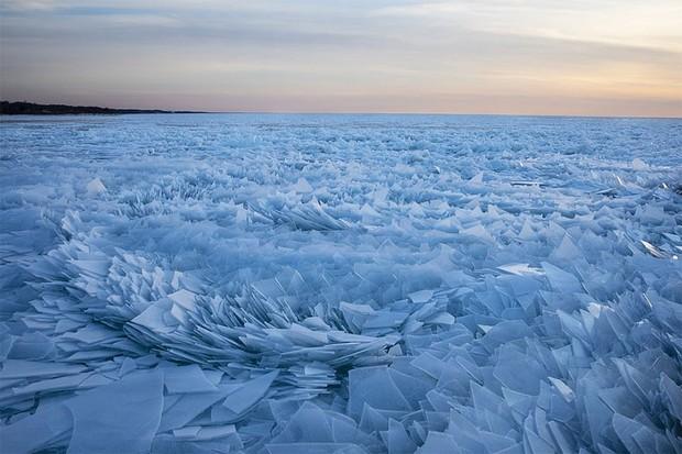 Băng ở hồ Mỹ vỡ thành hàng triệu mảnh, dân mạng băn khoăn: Frozen đời thực hay gì? - Ảnh 4.
