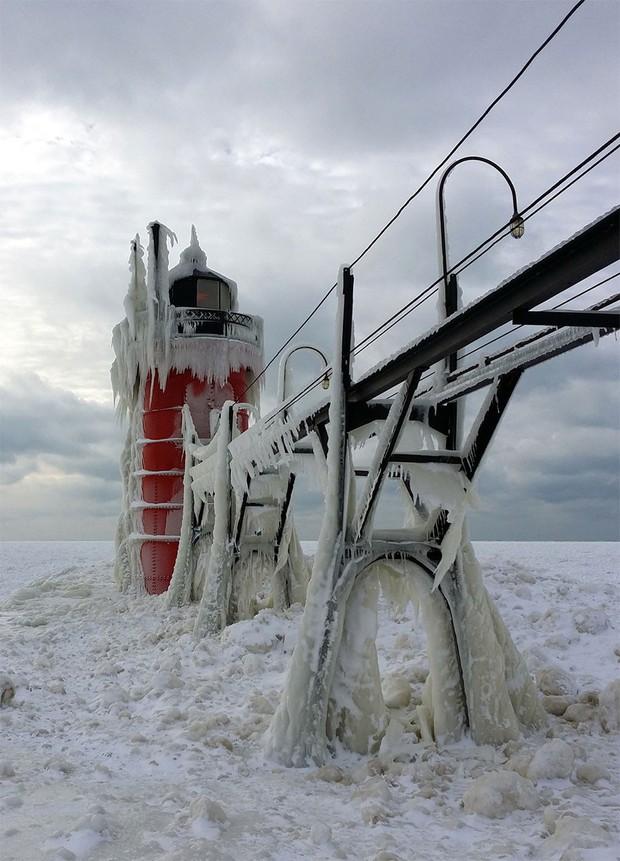 Băng ở hồ Mỹ vỡ thành hàng triệu mảnh, dân mạng băn khoăn: Frozen đời thực hay gì? - Ảnh 7.