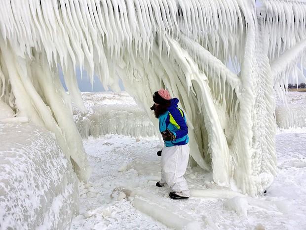 Băng ở hồ Mỹ vỡ thành hàng triệu mảnh, dân mạng băn khoăn: Frozen đời thực hay gì? - Ảnh 9.