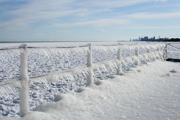 Băng ở hồ Mỹ vỡ thành hàng triệu mảnh, dân mạng băn khoăn: Frozen đời thực hay gì? - Ảnh 10.
