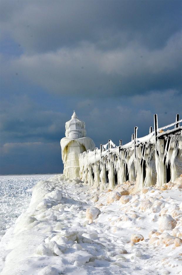 Băng ở hồ Mỹ vỡ thành hàng triệu mảnh, dân mạng băn khoăn: Frozen đời thực hay gì? - Ảnh 12.
