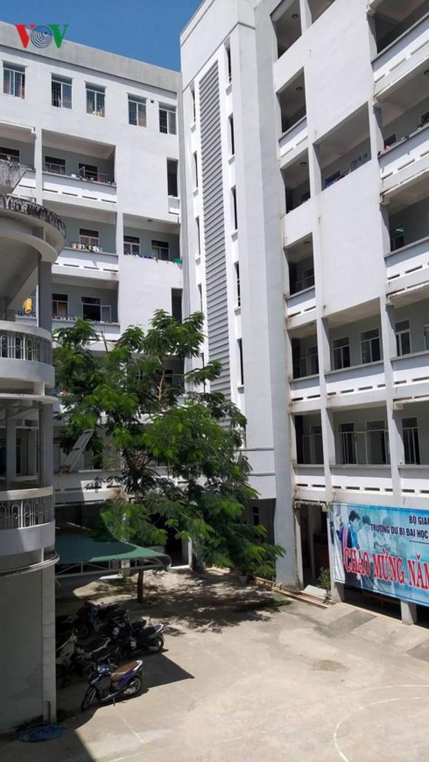 Khánh Hòa: Ký túc xá thành chợ đêm, sinh viên thiếu chỗ ở - Ảnh 2.