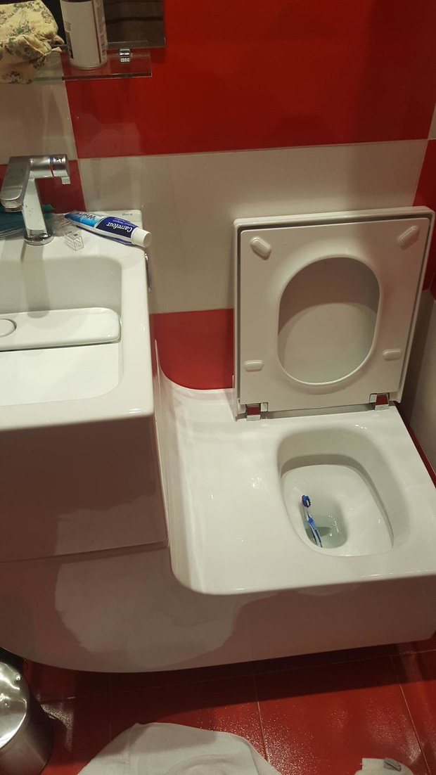 20 thiết kế nhà vệ sinh thảm họa khiến dân mạng thủ thỉ: Thôi, thà nhịn còn hơn - Ảnh 2.