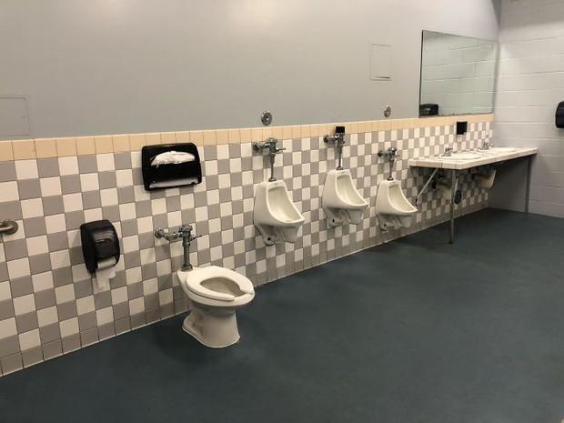 20 thiết kế nhà vệ sinh thảm họa khiến dân mạng thủ thỉ: Thôi, thà nhịn còn hơn - Ảnh 11.