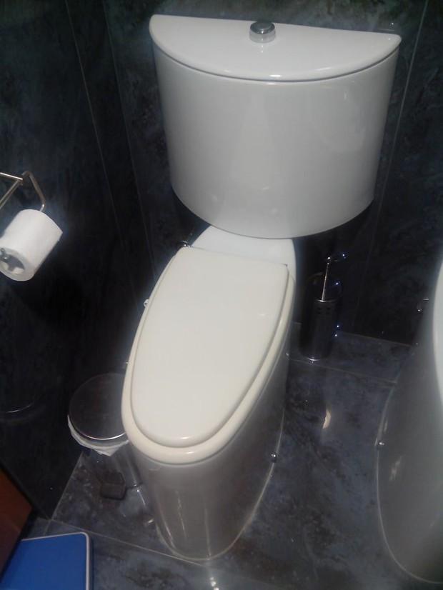 20 thiết kế nhà vệ sinh thảm họa khiến dân mạng thủ thỉ: Thôi, thà nhịn còn hơn - Ảnh 16.