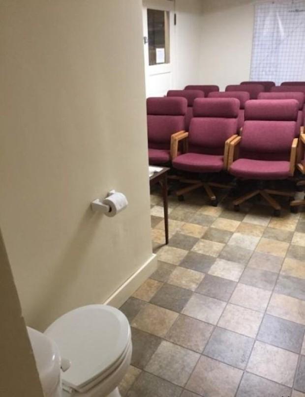 20 thiết kế nhà vệ sinh thảm họa khiến dân mạng thủ thỉ: Thôi, thà nhịn còn hơn - Ảnh 20.