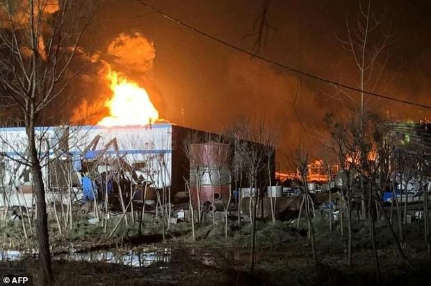 Hiện trường vụ nổ nhà máy hóa chất Trung Quốc, 47 người thiệt mạng - Ảnh 3.