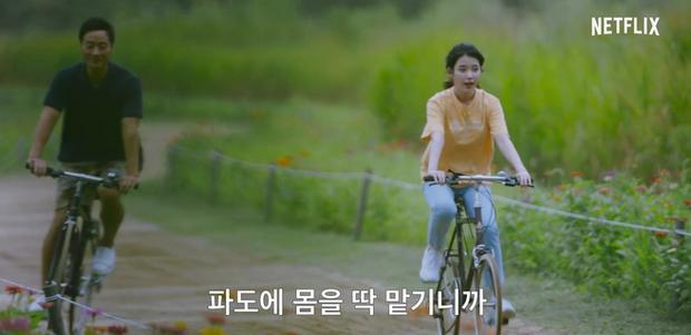 IU tung teaser một mình cân 4 vai, dàn diễn phụ còn có sao đình đám Bae Doo Na góp mặt - Ảnh 10.