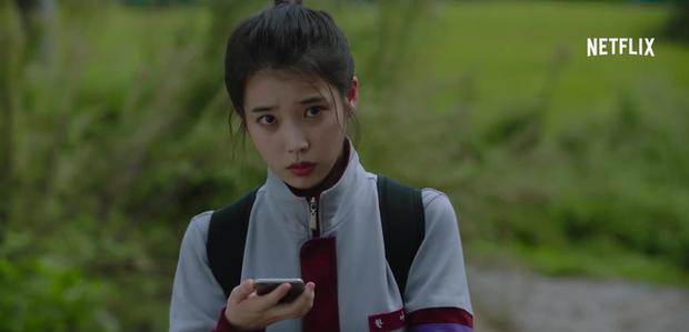 IU tung teaser một mình cân 4 vai, dàn diễn phụ còn có sao đình đám Bae Doo Na góp mặt - Ảnh 12.
