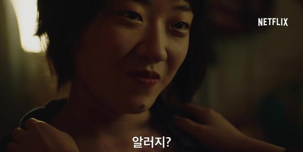 IU tung teaser một mình cân 4 vai, dàn diễn phụ còn có sao đình đám Bae Doo Na góp mặt - Ảnh 13.