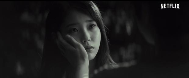 IU tung teaser một mình cân 4 vai, dàn diễn phụ còn có sao đình đám Bae Doo Na góp mặt - Ảnh 15.