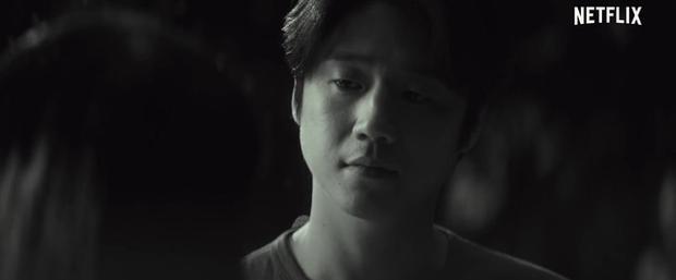 IU tung teaser một mình cân 4 vai, dàn diễn phụ còn có sao đình đám Bae Doo Na góp mặt - Ảnh 16.