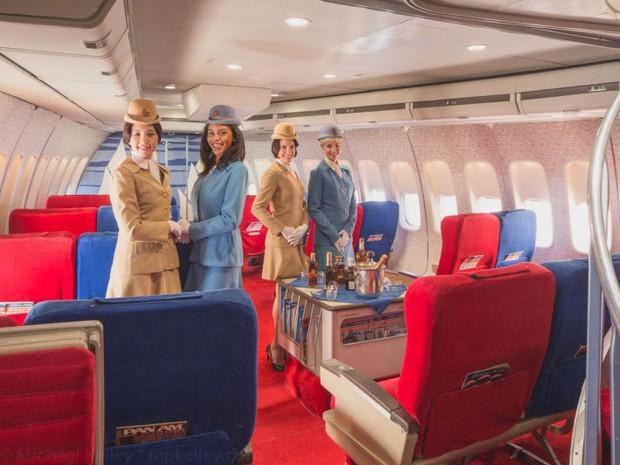 Trải nghệm hạng thương gia trên chiếc Boeing 747 theo phong cách retro: Giống như đang xem một bộ phim cổ điển! - Ảnh 2.