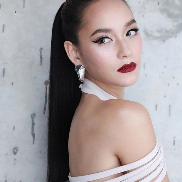 Hổ báo tại The Face Thái là thế nhưng đi show khác, chị đại Bee Namthip lại dễ thương hết phần thiên hạ - Ảnh 1.