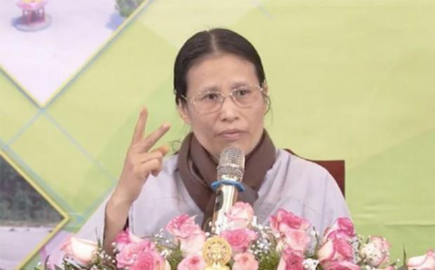 Bà Phạm Thị Yến - chùa Ba Vàng xuất thân là thợ may, làm nghề sửa quần áo tại chợ - Ảnh 1.