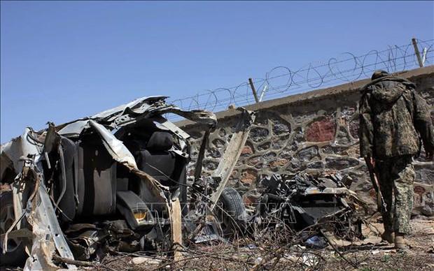 Hai vụ nổ lớn liên tiếp, ít nhất 33 người Afghanistan thương vong - Ảnh 1.