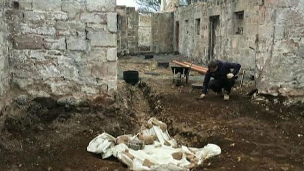 Đặt ống nước, vô tình mở cửa mộ cổ 4.000 năm  - Ảnh 4.