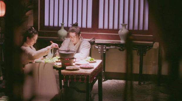 Không phải Emily hay Big Daddy, Triệu Mẫn trong Tân Ỷ Thiên Đồ Long Ký mới là kẻ tạo trend mượn rượu tỏ tình - Ảnh 1.