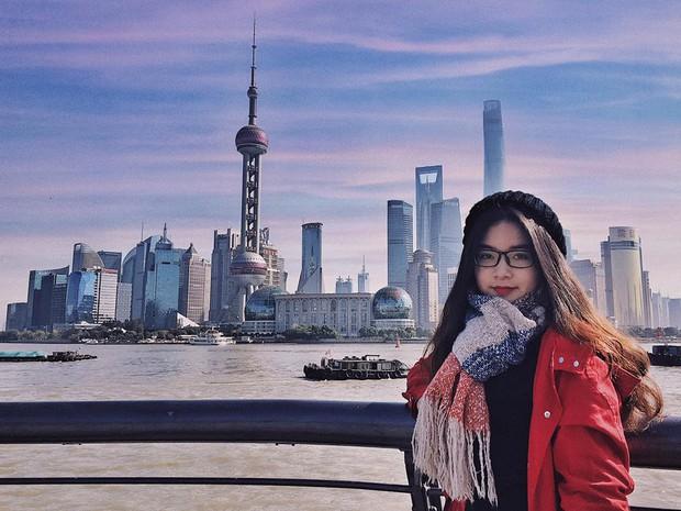 Đi du lịch một mình mà vẫn muốn có ảnh đẹp? Đọc ngay loạt bí kíp tự chụp đỉnh cao của cô nàng thực tập sinh tại Trung Quốc nhé! - Ảnh 3.