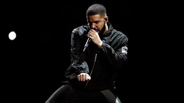 """Chỉ mới bắt đầu tour diễn, Ariana Grande lập kỉ lục """"khủng"""" và chỉ xếp sau mỗi Drake - Ảnh 4."""