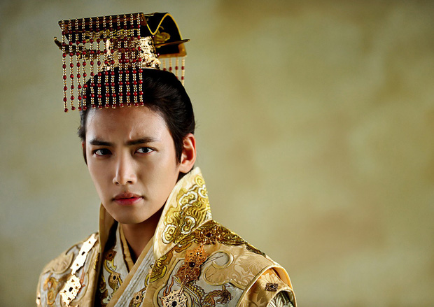 Ji Chang Wook - Nam thần may mắn né được đạn từ Burning Sun - Ảnh 7.