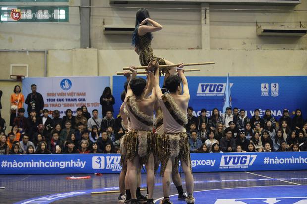 Đã mắt ngắm dàn gái xinh các trường Đại học lớn nhất Hà Nội khoe vũ đạo sexy - Ảnh 7.