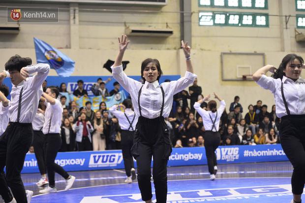 Đã mắt ngắm dàn gái xinh các trường Đại học lớn nhất Hà Nội khoe vũ đạo sexy - Ảnh 11.