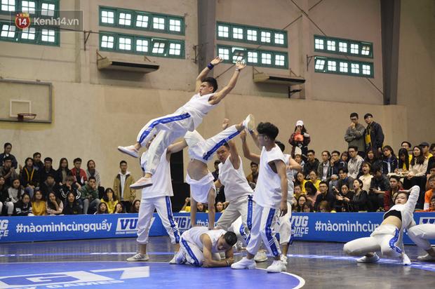 Đã mắt ngắm dàn gái xinh các trường Đại học lớn nhất Hà Nội khoe vũ đạo sexy - Ảnh 12.