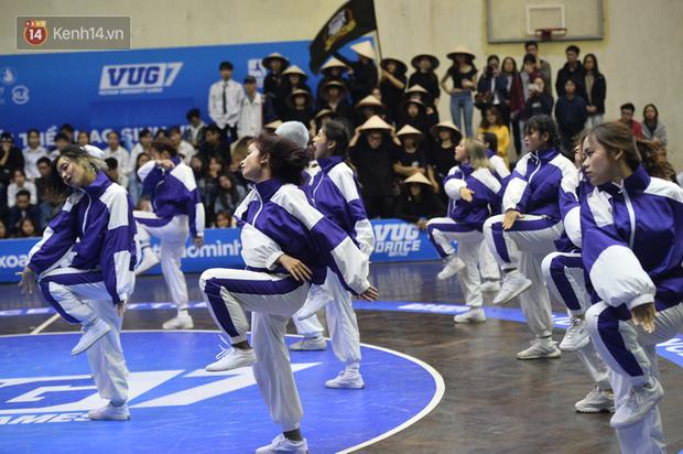 Đã mắt ngắm dàn gái xinh các trường Đại học lớn nhất Hà Nội khoe vũ đạo sexy - Ảnh 14.