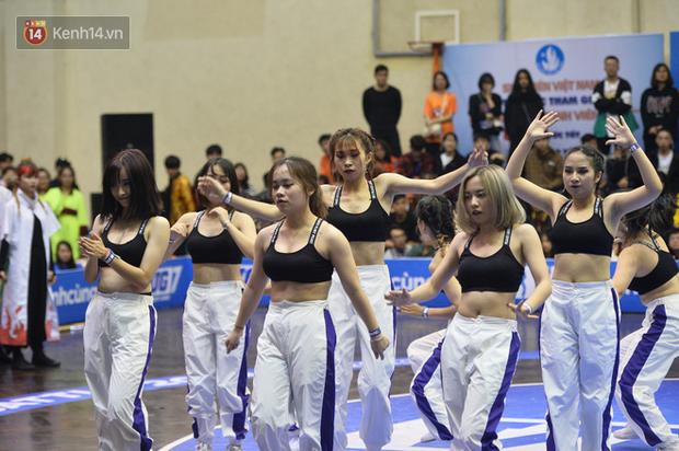 Đã mắt ngắm dàn gái xinh các trường Đại học lớn nhất Hà Nội khoe vũ đạo sexy - Ảnh 15.