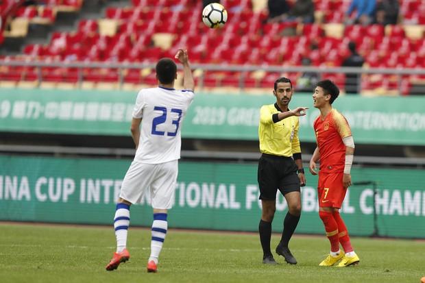 Rợn người với pha triệt hạ đối phương của cầu thủ trẻ sáng giá bậc nhất Trung Quốc - Ảnh 4.
