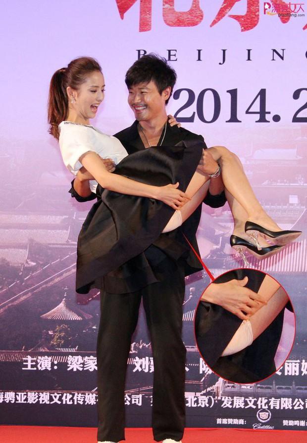 Top khoảnh khắc sao châu Á bồng bế đồng nghiệp gây sốt: Kẻ khiến khổ chủ lộ hàng, người hứng gạch vì bàn tay hư hỏng - Ảnh 10.