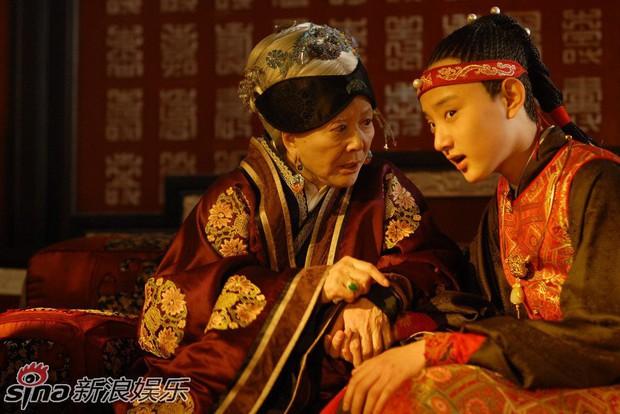 Paparazzi tóm gọn hình ảnh Kim Tan Trung Quốc hẹn hò với đàn chị hơn 4 tuổi sau khi chia tay Hạ Tử Vy - Ảnh 9.