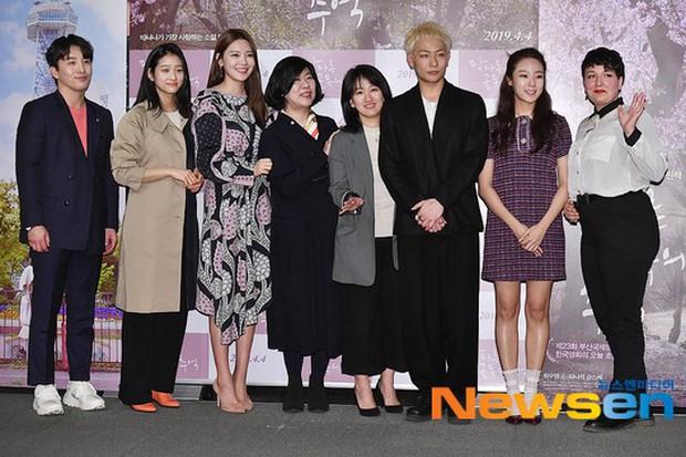 Sooyoung mời cả dàn mỹ nhân SNSD đến sự kiện: Taeyeon thảm họa, em út Seohyun đọ body siêu nuột với nữ diễn viên - Ảnh 24.