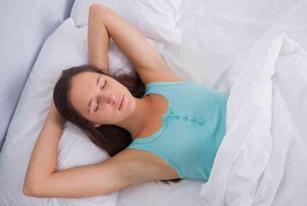 Sửa ngay 2 tư thế ngủ sai lầm khiến bạn uể oải, mệt mỏi vào mỗi sáng thức dậy - Ảnh 5.