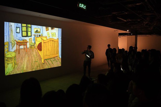 Check-in thì đã sao, chính diễn giả tại triển lãm Van Gogh ở VCCA cho biết: Tôi thấy các bạn tham gia rất lịch sự và nghiêm túc - Ảnh 7.