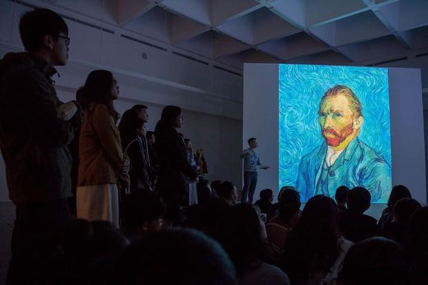 Check-in thì đã sao, chính diễn giả tại triển lãm Van Gogh ở VCCA cho biết: Tôi thấy các bạn tham gia rất lịch sự và nghiêm túc - Ảnh 9.