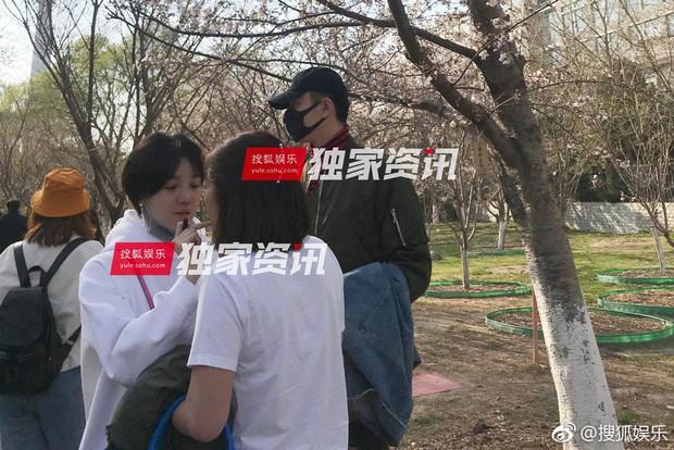 Paparazzi tóm gọn hình ảnh Kim Tan Trung Quốc hẹn hò với đàn chị hơn 4 tuổi sau khi chia tay Hạ Tử Vy - Ảnh 3.